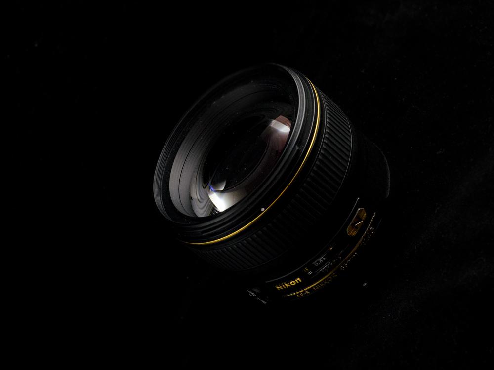 Nikkor AF-S 85mm f/1.4 G 7 - Nikon D7000 + 50 1.8 + SB-600, 1/100, f/9, ISO 800