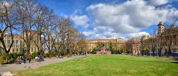 Parcul din curtea Parlamentului Ungariei