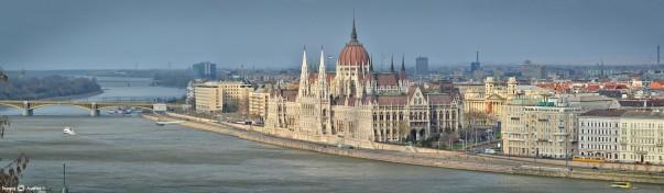 Parlamentul Ungariei văzut de pe Podul Erzsebet