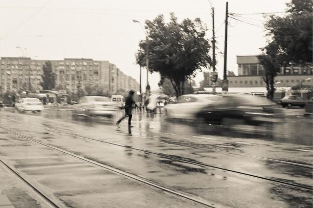 Clipe din timpul furtunii fotografiate pe film