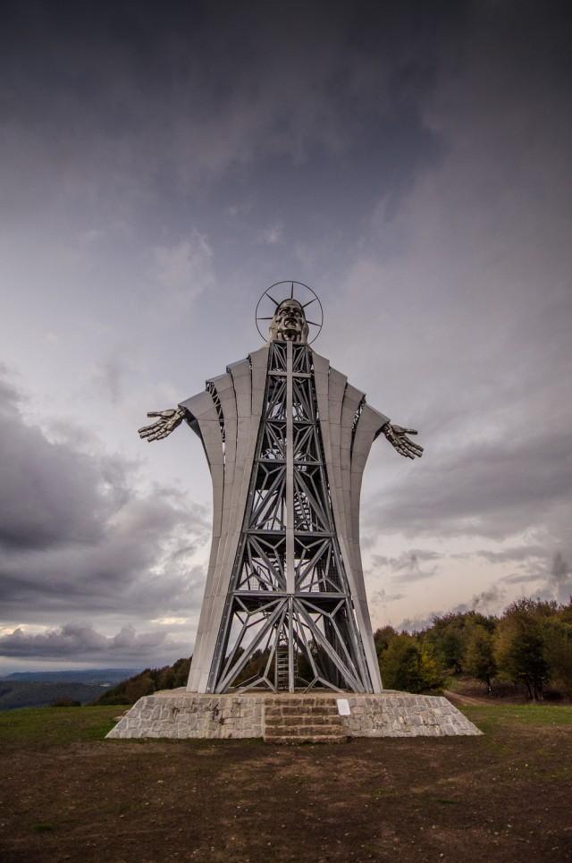 Fotografii de la statuia Inima lui Iisus