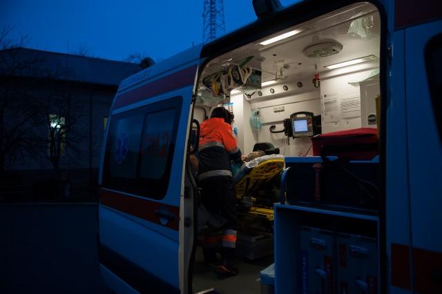 Drumul spre Craiova - Fotoreportaj: 15 ore pe ambulanță