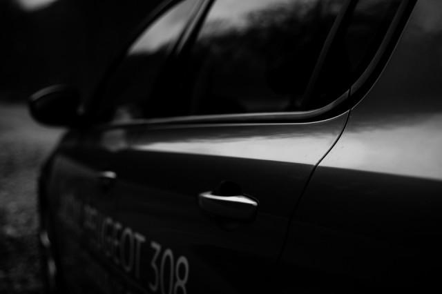 fotoreportaj-in-alb-negru-cu-noul-peugeot-308-4