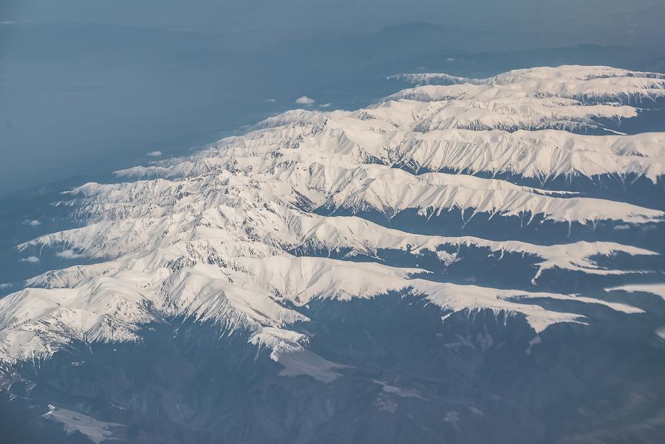 Carpații Meridionali fotografiați din avion la final de iarnă