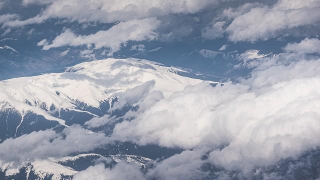 Carpații Meridionali fotografiați din avion la început de primăvară 1