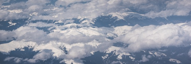 Carpații Meridionali fotografiați din avion la început de primăvară 2