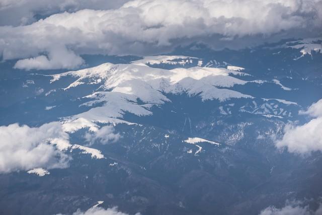 Carpații Meridionali fotografiați din avion la început de primăvară 4