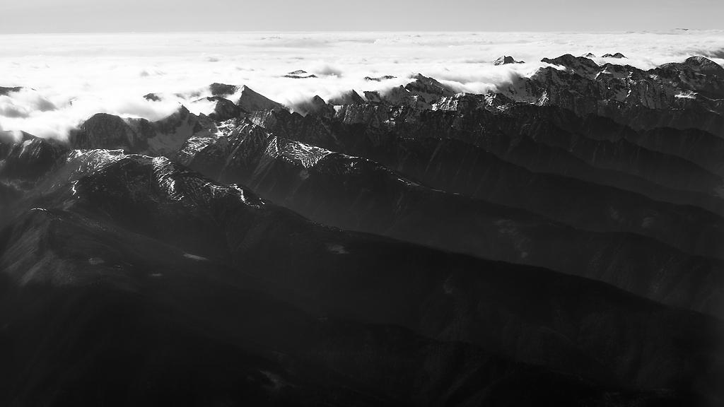 Galerie foto: Valuri de nori deasupra munților Bucegi, Făgăraș și Apuseni