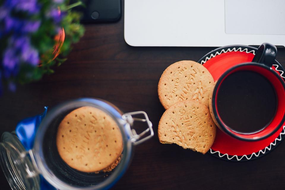 Blindtasting de biscuiți, dimineața la cafea
