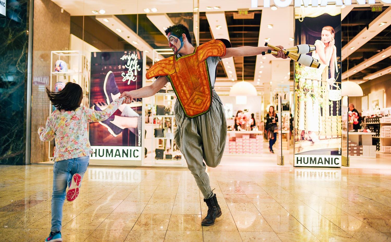 Hai în Băneasa Shopping City să-ți faci o idee despre cum va fi la Varekai by Cirque du Soleil!